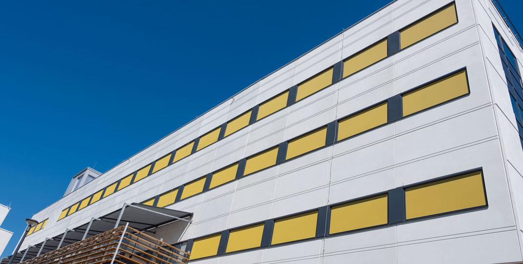 Akutsjukhus med varierat solskydd