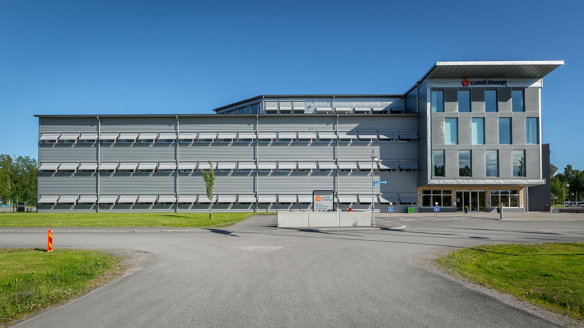 Markisoletter skärmar av solen på Luleå Energis huvudkontor